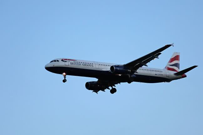 British Airways aircraft before landing - free stock photo