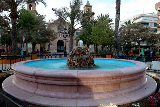 Fountain in the Plaza de la Constitución, Torrevieja - free stock photo