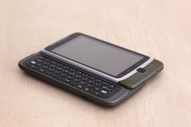 HTC smartphone with a keyboard - free stock photo