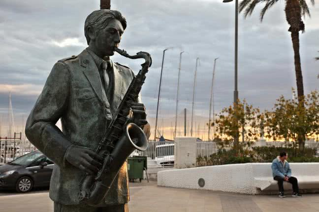 Musician sculpture on the promenade Vistalegre, Torrevieja - free stock photo