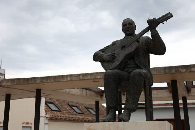 Statue of a guitar player - free stock photo