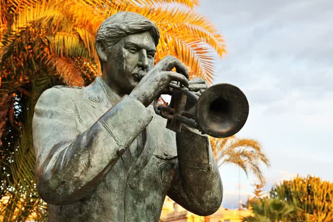 Trumpeter statue detail - free stock photo