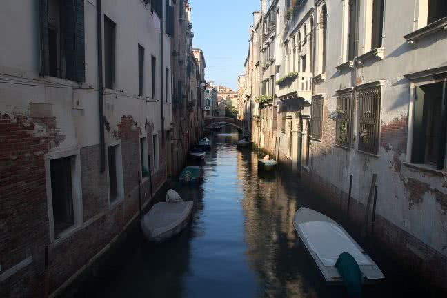 Venice canal with boats - free stock photo